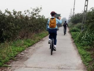 Biking day tour to Bat Trang ceramic village - Private tour